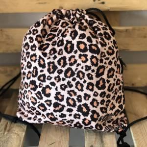 Mochila leopardo con cremallera lateral